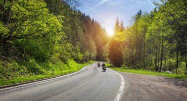 NetVox Assurances : Conseils assurance moto : rouler en groupe à moto